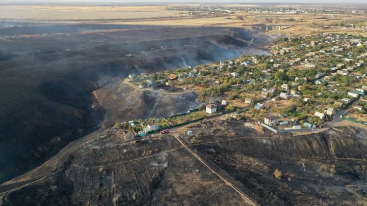 Огонь локализован: МЧС отстояло населенные пункты Волгоградской области