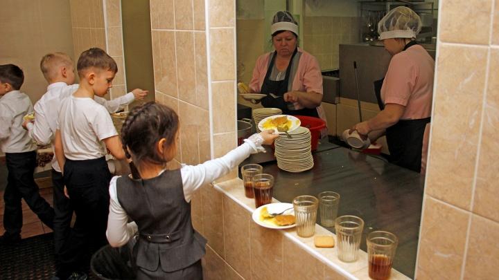 В Омской области ученикам начальных классов начнут выдавать бесплатное питание с 1 сентября