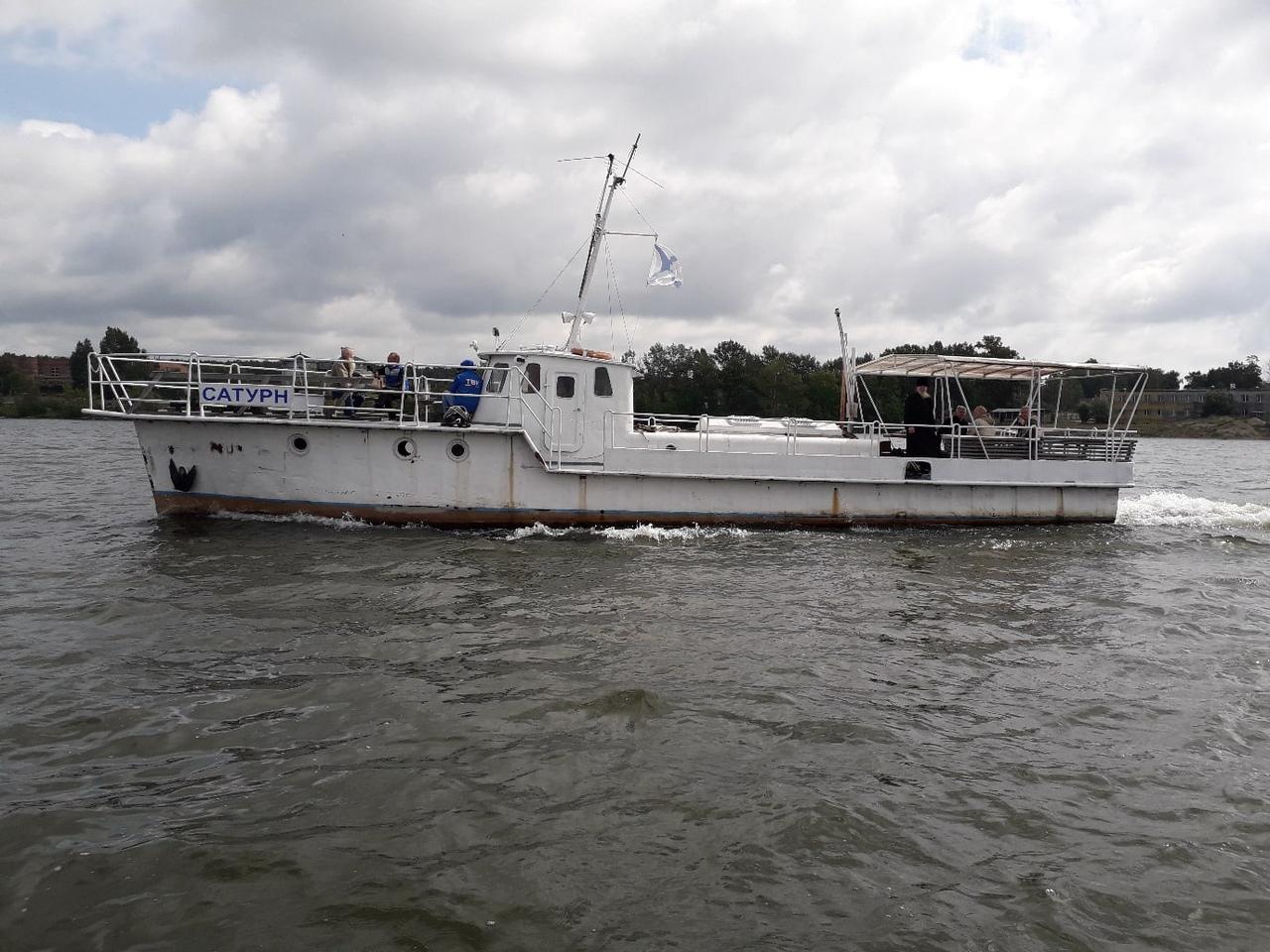 Работы длились несколько часов, было задействовано несколько водолазов и два катера