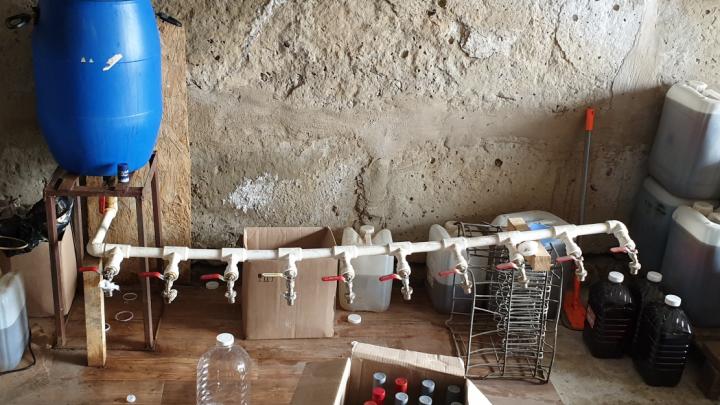 В Ростовской области накрыли подпольный цех по производству алкоголя