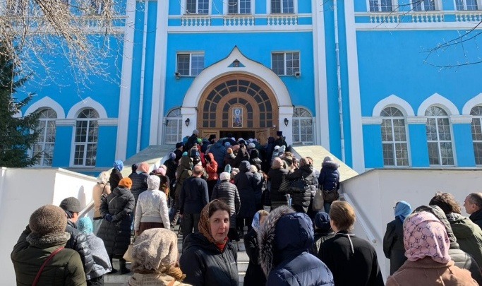 Почему карантин коснулся всех, кроме храмов: версия Екатеринбургской епархии