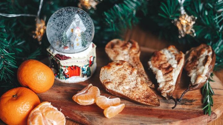 Груши тают в меду, лимонад шипит в бокале и горячее томится в духовке: подборка рецептов и напитков