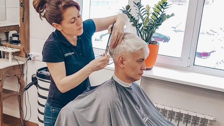 Как в операционной: почему во время изоляции разрешили работать парикмахерским и салонам красоты