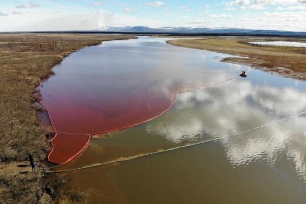 Разлив топлива в Норильске нарекли одной из крупнейших экологических катастроф в Арктике