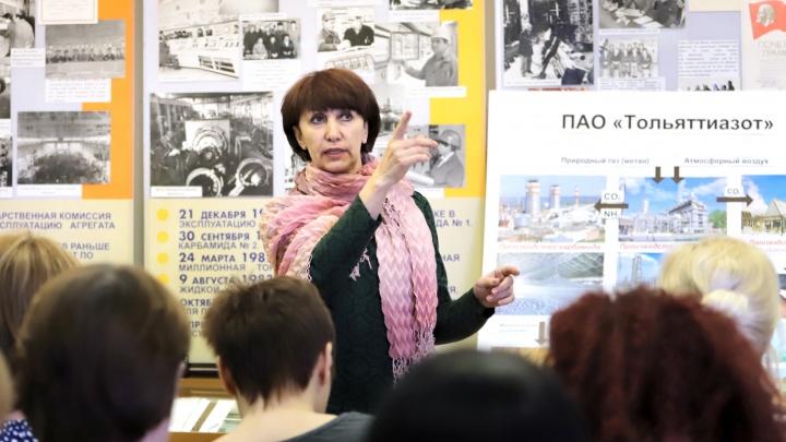 «Находят у соседей, выкупают у антикваров»: хранитель музея ТОАЗа рассказала о необычных экспонатах