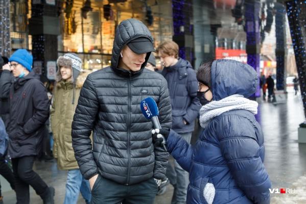 Волгоградцы, опрошенные корреспондентами V1.RU, рассказали, каких усилий им стоило проснуться на час позже обычного