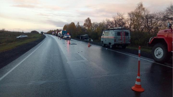 Фура опрокинулась на легковушку. В ДТП на трассе Тюмень — Омск погибла молодая автомобилистка