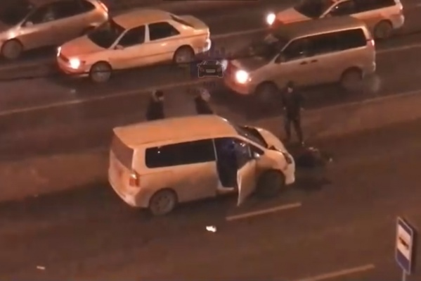 Видео с места аварии опубликовали очевидцы