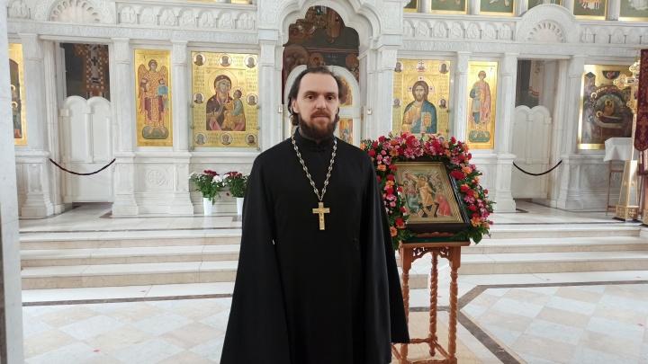 «Невозможно через жизнь заразиться смертью»: священник из Архангельска — о пандемии, вере и страхе