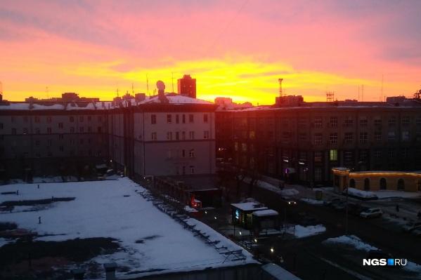 Так выглядел рассвет с площади Ленина