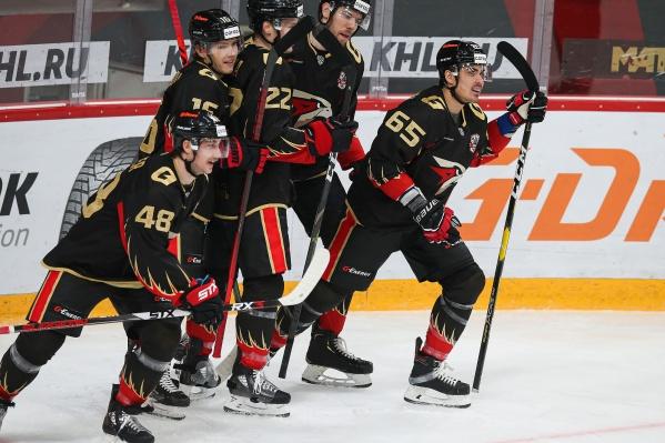 Зарплаты хоккеистов омского «Авангарда» омским медикам даже не снились