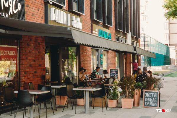 Летние кафе смогут законно заработать с понедельника, 22 июня