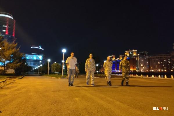 Казаки группами патрулируют улицы Екатеринбурга, но не хотят общаться с журналистами