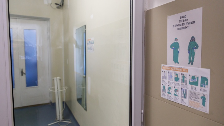 «Пять врачей и трое пациентов с пневмониями»: подробности вспышки коронавируса в больнице Фишера