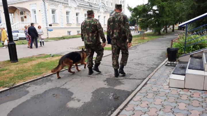 В Омске закончили проверки 13 «заминированных» зданий