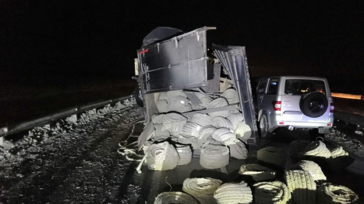 В массовом ДТП на новосибирской трассе с грузовиком и «Инфинити» погиб водитель