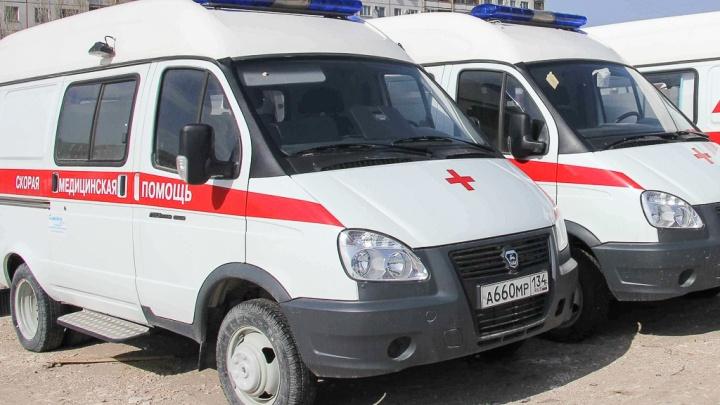 Авария у автозаправки: под Волгоградом на трассе пострадали женщина и двое детей