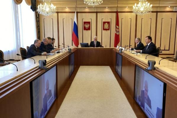 Александр Усс провел совещание с главами районов по видеосвязи