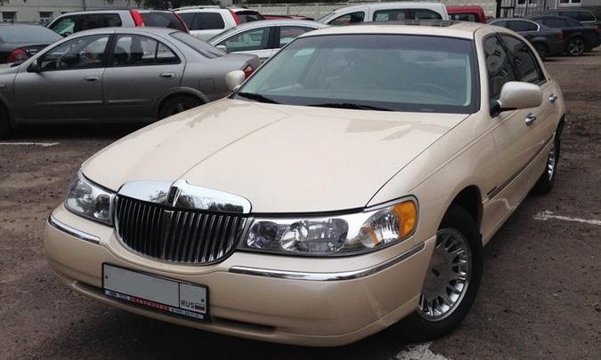 Американский Lincoln золотого цвета: тюменец перекупил авто юмориста Владимира Винокура