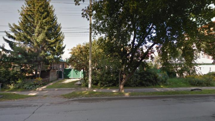 Под Новосибирском водитель КАМАЗа сбил насмерть женщину