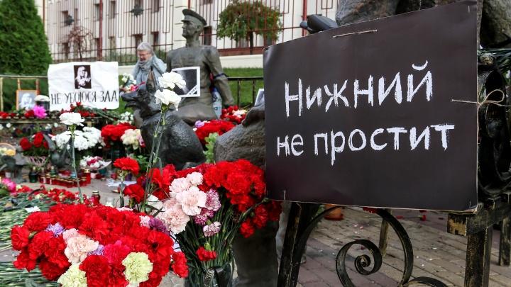 Семь дней спустя: место смерти Славиной окончательно превратилось в народный мемориал