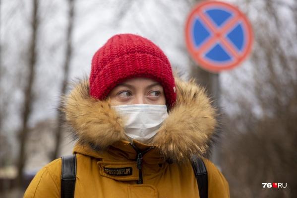 Обычно во время коронавируса пропадает обоняние. А некоторые начинают чувствовать запахи, которых нет