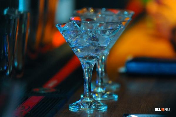Ограничения по времени продажи алкоголя не зависят от формата: магазин ли это или кафе навынос