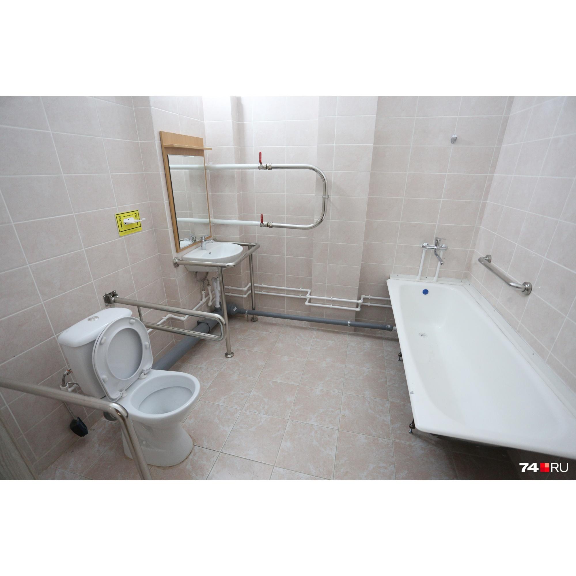 Ванная комната для инвалидов — со специальными поручнями