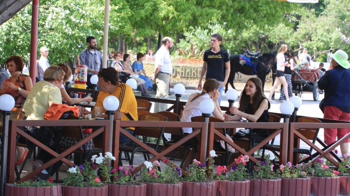 Откройте вы уже кафе и летники! Реакция новосибирцев на послабления от Травникова — 10 сердитых фраз
