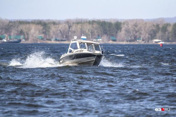 Пропавших искали на лодках