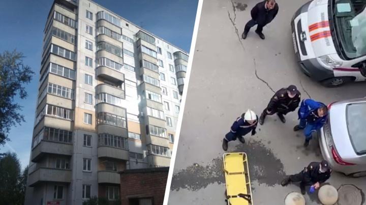 Женщина выпала из окна десятиэтажки на левом берегу Новосибирска