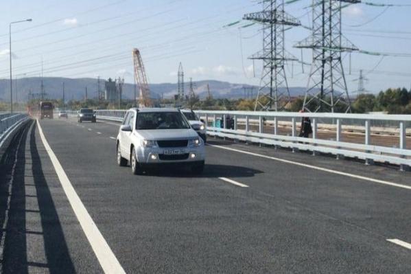 Первые автомобили проехали по новой дороге уже днем 23 сентября