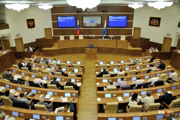 В здании Законодательного собрания из-за коронавируса депутаты соберутся только в ноябре