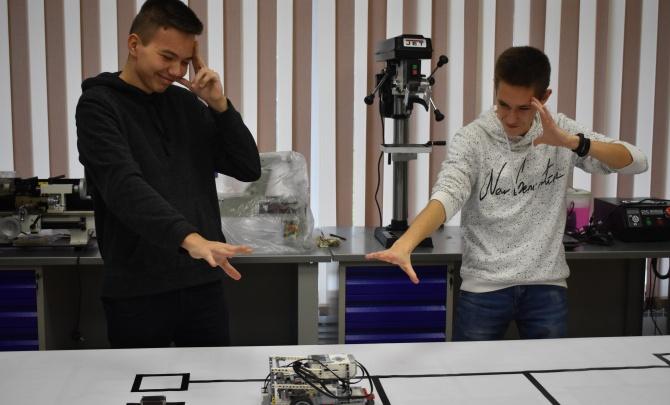 Задача со звездочкой — создать робота для сортировки мусора: «Ростелеком» поддержал ежегодный турнир AR2T2