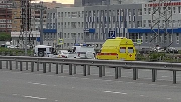 Пара напала на таксиста, везшего их по Монтажников