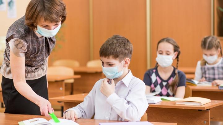 В новую школу в микрорайоне «Амурский-2» начали завозить оборудование