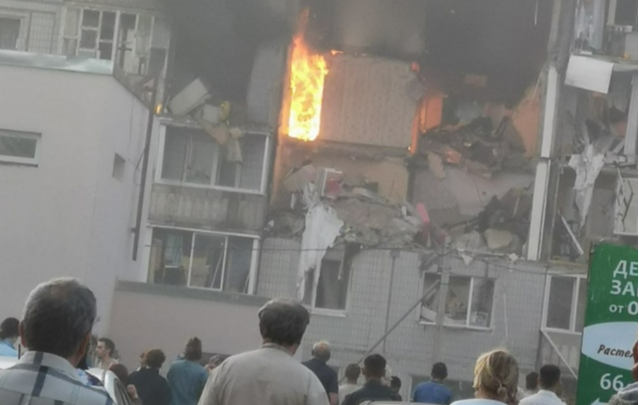 Губернатор: из-за взрыва дома в Ярославле задействовали все экстренные службы