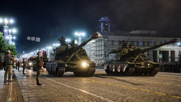 Танки в городе! Фоторепортаж с первой репетиции парада Победы с участием военной техники