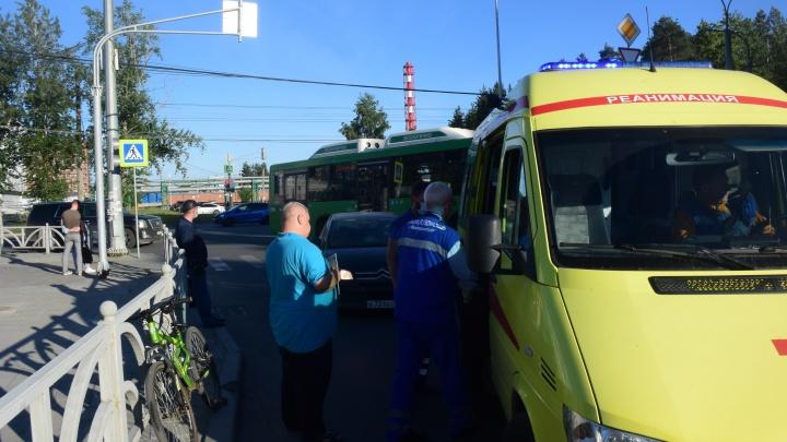 В Екатеринбурге Citroen сбил 17-летнего велосипедиста