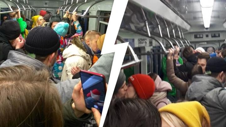 В метро Екатеринбурга устроили акцию поцелуев против ковидных ограничений: видео