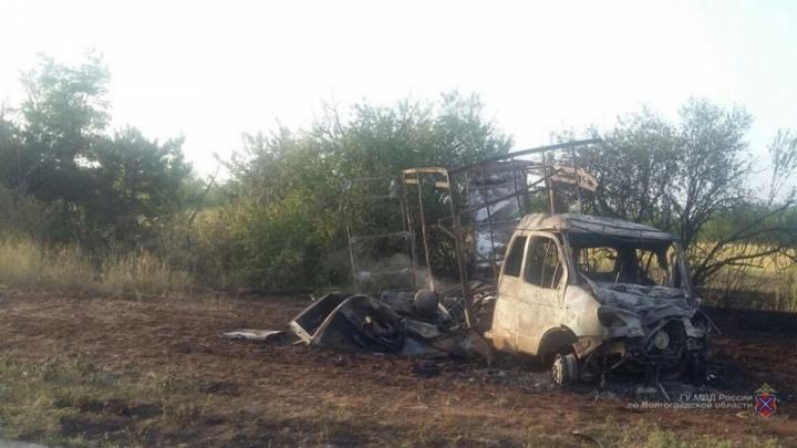 Успели достать из кабины: в Волгоградской области после аварии загорелась «Газель»