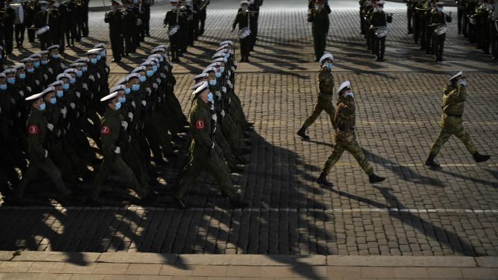 Ради репетиции парада Победы площадь 1905 года продезинфицировали: онлайн