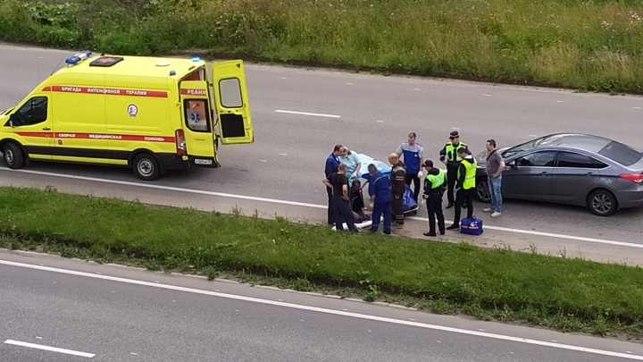 Откинуло на несколько метров: в Ярославле мотоциклист угодил в ДТП с иномаркой