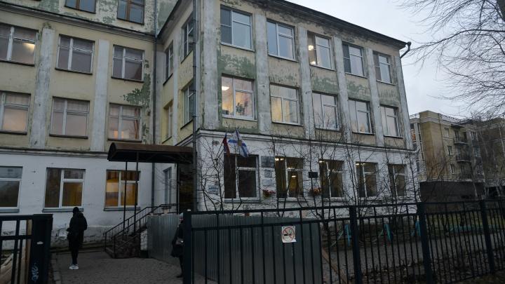 Капремонт архангельской школы, где на учеников упал кусок потолка, оценили в 90 миллионов рублей