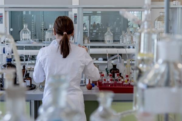 В комплексную диагностику входят три теста: ПЦР-исследование на наличие коронавируса и два анализа на антитела