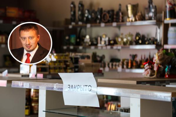 Многие магазины торгуют алкоголем из-под полы, считает Волков.