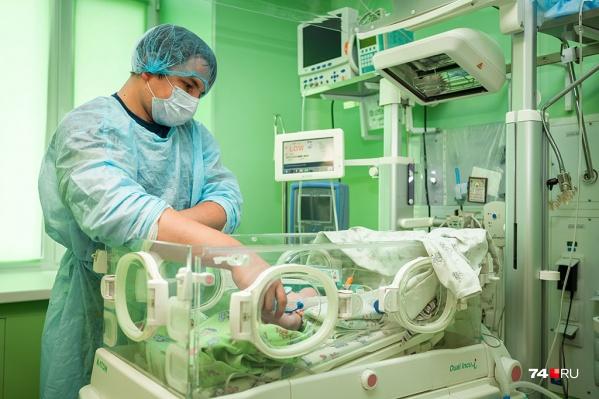 В Челябинской области спасают всё больше новорожденных