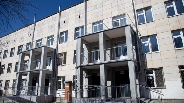Прокуратура и Минздрав начали проверку челябинской больницы после жалобы пациентов на скудные макарошки