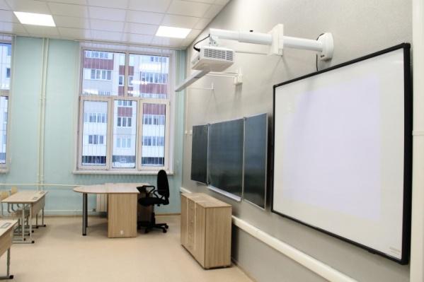 В классах некоторых новых школ будут видеоэкран и проектор