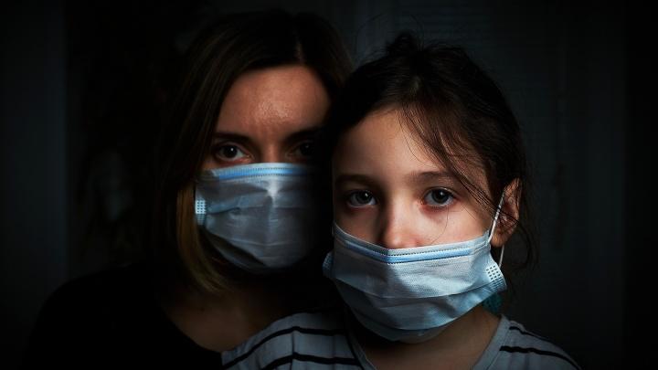 Закрыли на карантин дежурные группы в двух детсадах: у одного из родителей — коронавирус